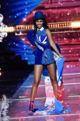 "Clémence Botino, Miss Guadeloupe 2019 en ""London Style"""